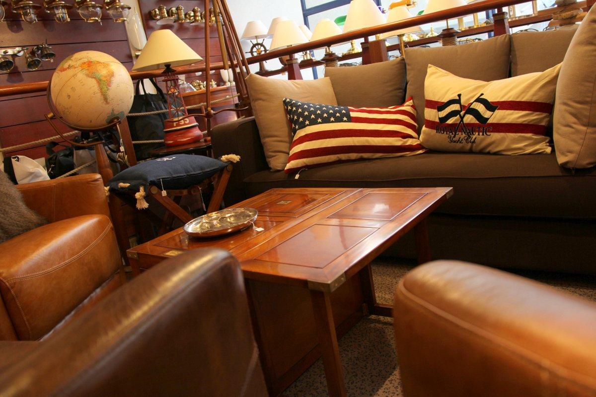 vitrines d co cadeaux l astrolabe. Black Bedroom Furniture Sets. Home Design Ideas